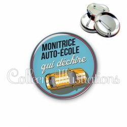 Badge 56mm Monitrice auto-école qui déchire (032BLE01)