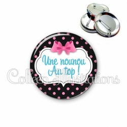 Badge 56mm Nounou au top (006NOI21)