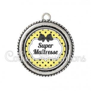 Pendentif résine Super maîtresse (006JAU01)