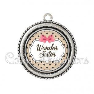 Pendentif résine Wonder sister (006MAR04)
