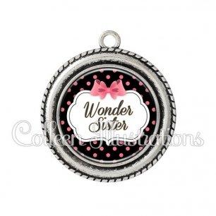 Pendentif résine Wonder sister (006NOI22)