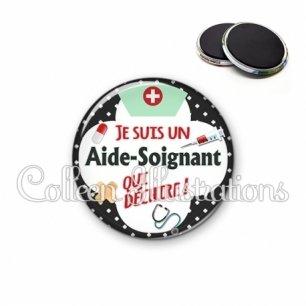 Magnet 56mm Aide-soignant qui déchire (002NOI01)