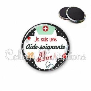 Magnet 56mm Aide-soignante qui déchire (002NOI01)