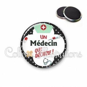 Magnet 56mm Médecin qui déchire (002NOI01)