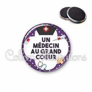 Magnet 56mm Médecin au grand cœur (002VIO01)
