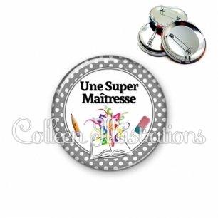 Badge 56mm Super maîtresse (001GRI01)