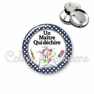 Badge 56mm Un maître qui déchire (001NOI01)