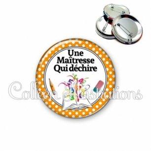 Badge 56mm Une maîtresse qui déchire (001ORA02)