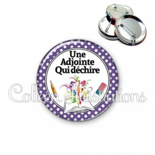 Badge 56mm Adjointe qui déchire (001VIO04)