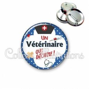 Badge 56mm Vétérinaire qui déchire (002BLE01)