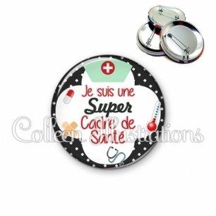 Badge 56mm Super cadre de santé (002NOI01)