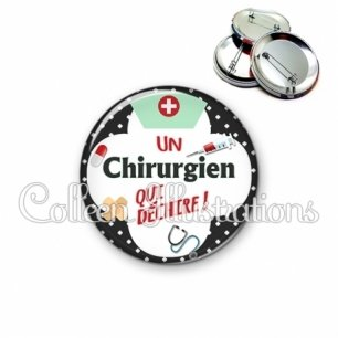 Badge 56mm Chirurgien qui déchire (002NOI01)