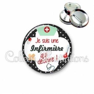 Badge 56mm Infirmière qui déchire (002NOI01)