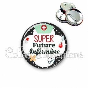 Badge 56mm Super future infirmière (002NOI01)