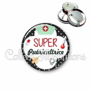 Badge 56mm Super puéricultrice (002NOI01)