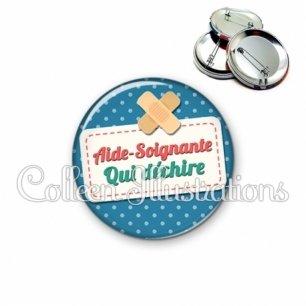 Badge 56mm Aide-soignante qui déchire (003BLE01)