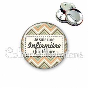 Badge 56mm Infirmière qui déchire (003MUL02)