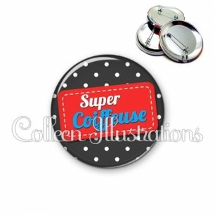 Badge 56mm Super coiffeuse (003NOI01)