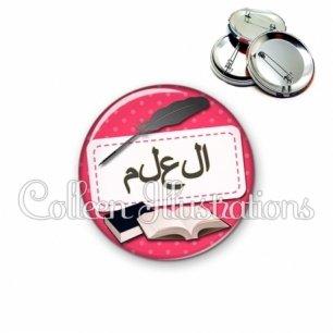 Badge 56mm Plume livre écriture arabe (003ROS08)