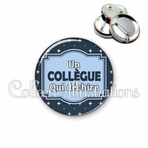 Badge 56mm Collègue qui déchire (004BLE02)