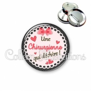 Badge 56mm Chirurgienne qui déchire (005ROS01)