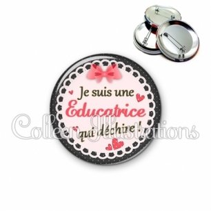 Badge 56mm Educatrice qui déchire (005ROS01)