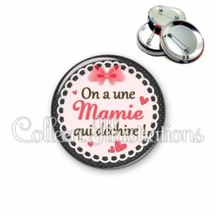 Badge 56mm On a une mamie qui déchire (005ROS01)