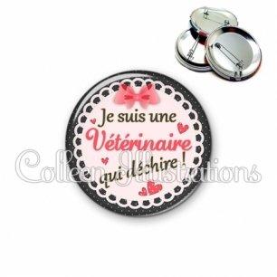 Badge 56mm Vétérinaire qui déchire (005ROS01)