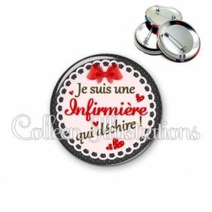 Badge 56mm Infirmière qui déchire (005ROU01)