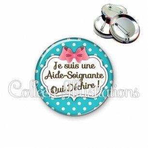 Badge 56mm Aide-soignante qui déchire (006BLE07)