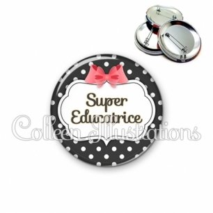 Badge 56mm Super éducatrice (006NOI13)