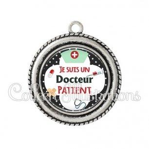 Pendentif résine Docteur patient (002NOI01)