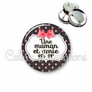 Badge 56mm Maman et amie en or (006NOI22)
