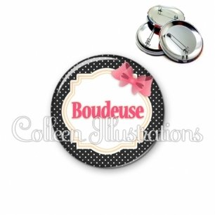 Badge 56mm Boudeuse (008NOI01)