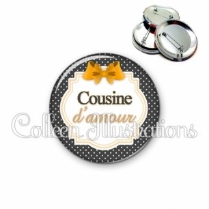 Badge 56mm Cousine d'amour (008NOI11)