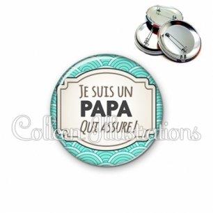 Badge 56mm Papa qui assure (013BLE04)