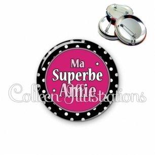 Badge 56mm Superbe amie (016NOI01)