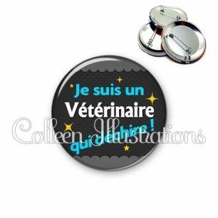 Badge 56mm Vétérinaire qui déchire (019GRI01)