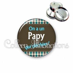 Badge 56mm On a un papy qui déchire (019MUL01)