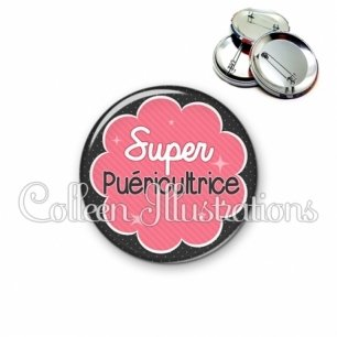 Badge 56mm Super puéricultrice (020NOI01)