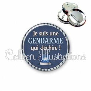 Badge 56mm Une gendarme qui déchire (031BLE02)