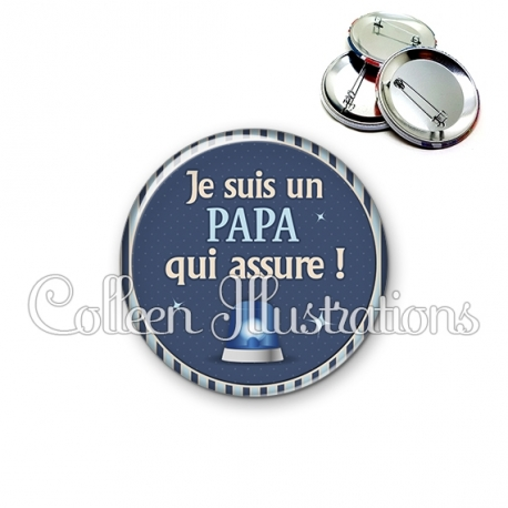Badge 56mm Papa qui assure (031BLE02)
