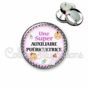 Badge 56mm Auxiliaire de puériculture (044GRI01)