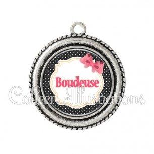 Pendentif résine Boudeuse (008NOI01)
