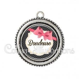 Pendentif résine Boudeuse (008NOI04)