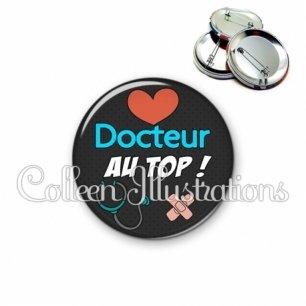 Badge 56mm Docteur au top (155NOI01)