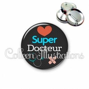 Badge 56mm Super docteur (155NOI01)