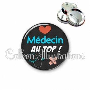 Badge 56mm Médecin au top (155NOI01)