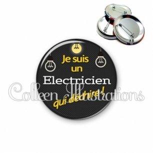 Badge 56mm Electricien qui déchire (159GRI01)