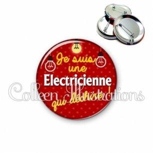 Badge 56mm Electricienne qui déchire (159ROU01)